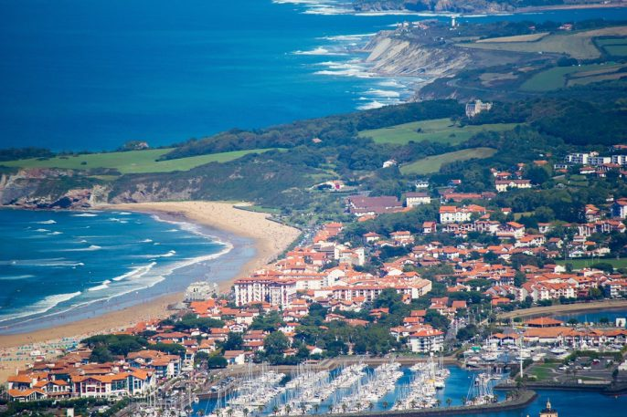 biarritz-pays-basque-shutterstock_568825507