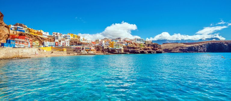 Gran-Canaria-Sardina-del-Norte-iStock_000076751029_Large