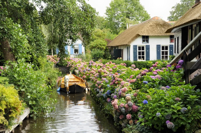 Historic Dutch houses Giethoorn Netherlands iStock_000010345326_Large