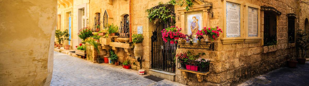 Maltese romantic alley