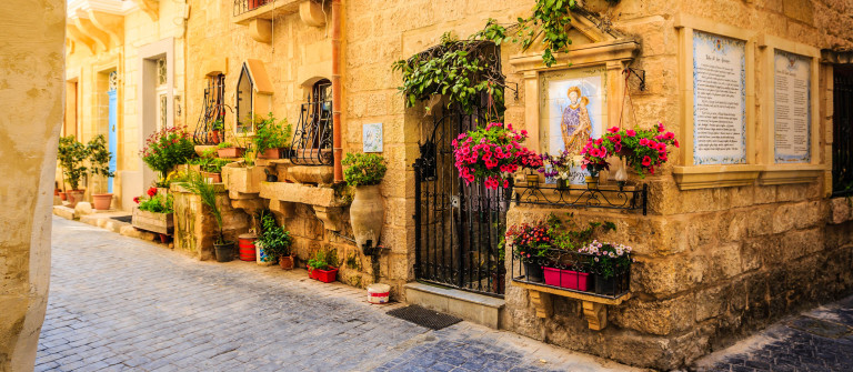 Maltese romantic alley