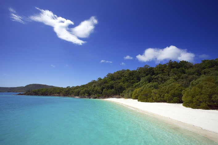 Strand Whitehaven beach mit blauen Ozean und weißen Wolke iStock_000025296627_Large_1920