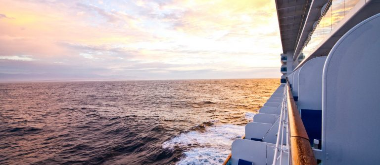 seitenansicht-kreuzfahrtschiff-istock_000011753808_large-2