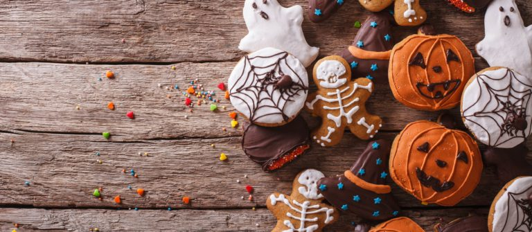 funny-delicious-ginger-biscuits-for-halloween-on-the-table-horizontal-view-from-above-shutterstock_318796751-2