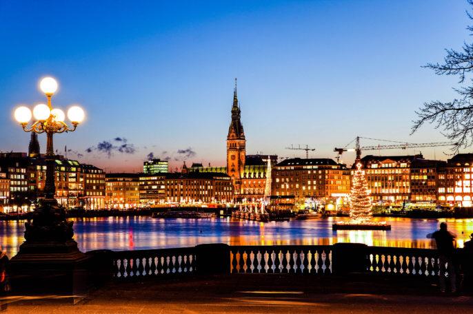 Hamburg Binnenalster mit Weihnachtsbaum