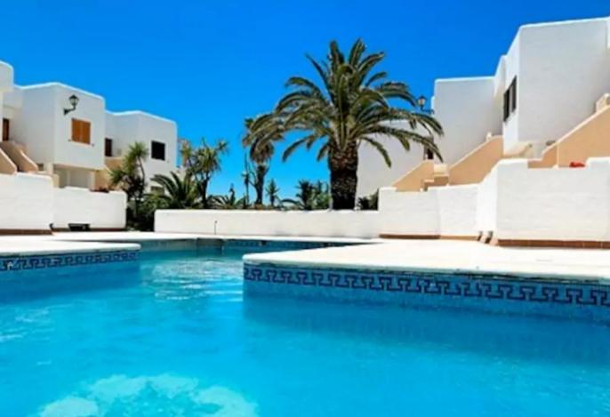 Beachfront apartment Badra