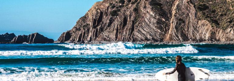 Surfen in Portugal iStock_000085690429_Large EDITORIAL ONLY Peeter Viisimaa-2
