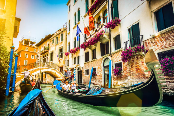 Venedig gondola shutterstock_403998460-2