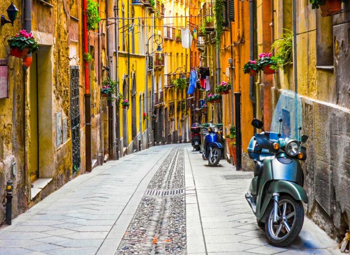 Cagliari Street Sardinien iStock_000016541412_Large-2