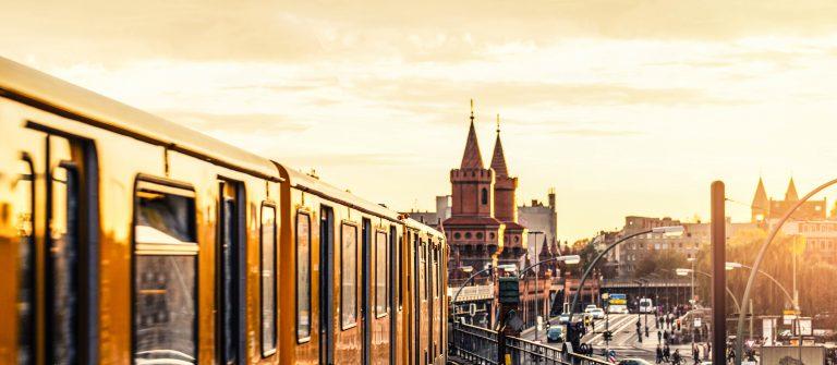 Berlin Tram Sonne shutterstock_192443360-2