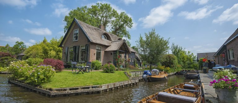 Famous water town of Giethoorn Netherlands iStock_000036389292_Large EDITORIAL ONLY Hung_Chung_Chih