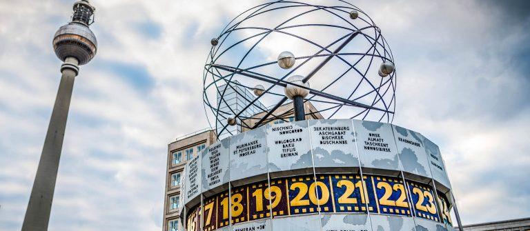 Fernsehturm und Weltzeituhr Berlin iStock_000029922844_Large-2