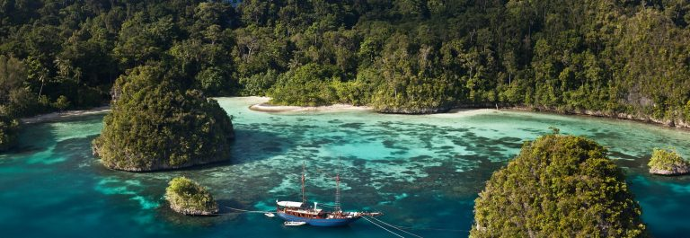 Indonesia_island_shutterstock_135304934