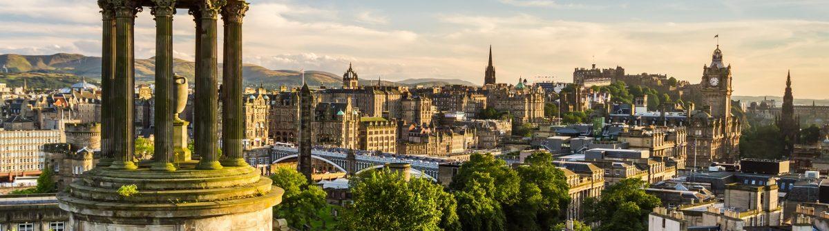 Beautiful view of the city of Edinburgh_shutterstock_112513559