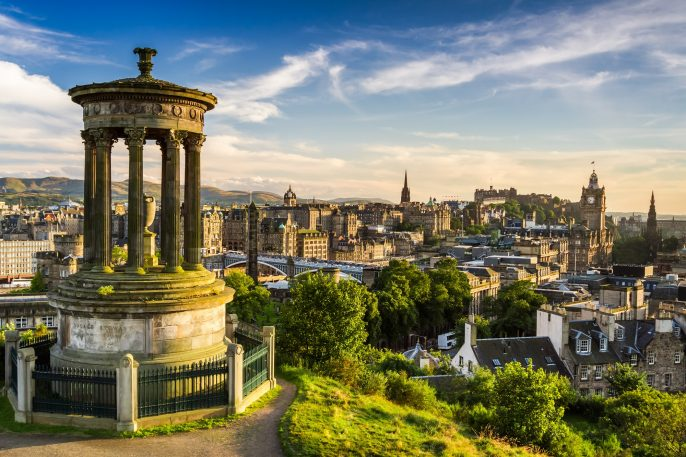 Beautiful view of the city of Edinburgh_shutterstock_112513559