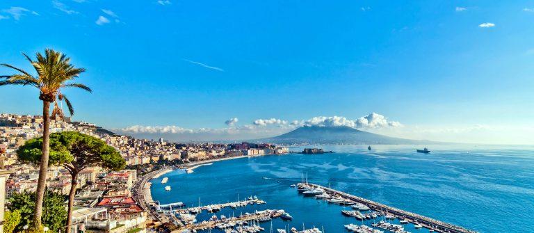 Posillipo Blick auf die Bucht von Neapel mit Mittelmeer-Italien iStock_000040281604_Large-2