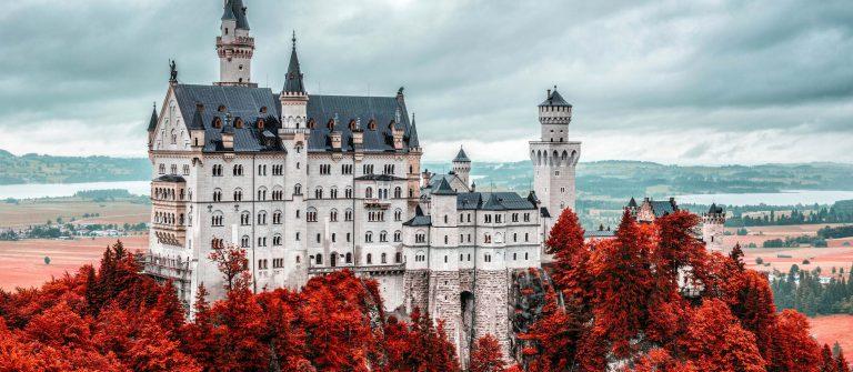 Schloss Neuschwanstein shutterstock_164752358-2