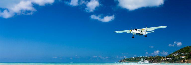 plane landing in Saint Barthelemy