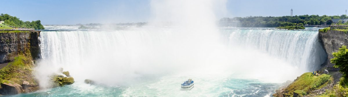 Canadian-side-of-Niagara-Falls-in-summer-Kanada-shutterstock_522161068