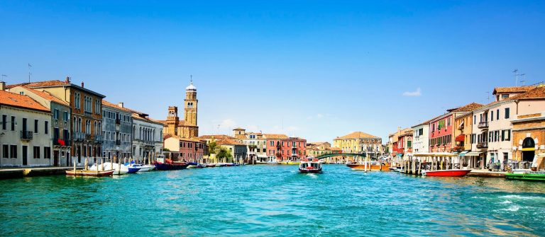 Venedig Murano glass making island, water canal and buildings iStock_000082845057_Large