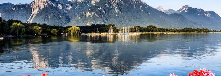 Alpes with geneva lake