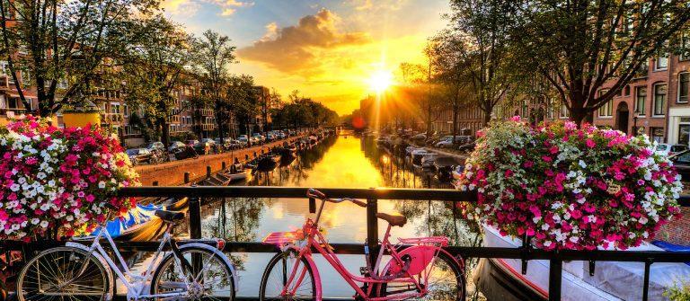 Amsterdam-summer-sunrise-iStock_000048084840_Large-2-Kopie