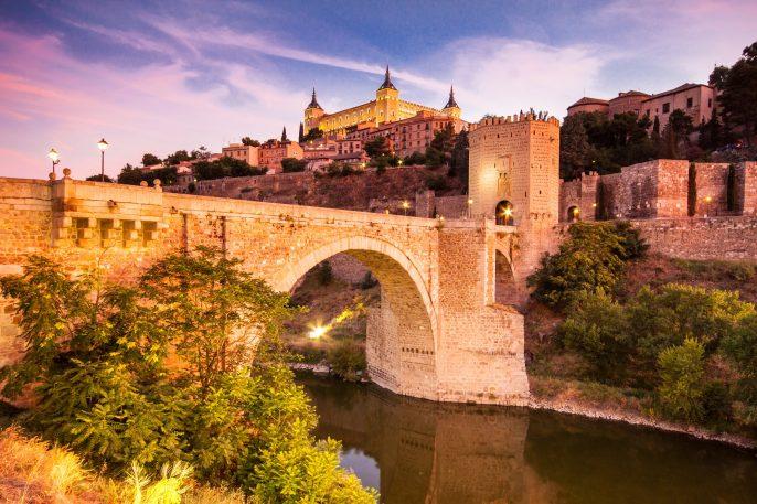 Panorama-of-the-alcazar-above-the-medieval-San-Martin-bridge-Toledo-Spain-shutterstock_111810692
