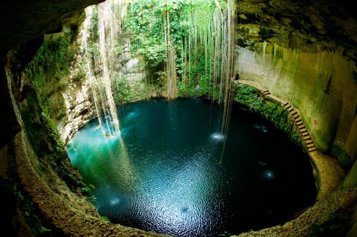 Ik-Kil Cenote, Chichen Itza, Mexico_101839435