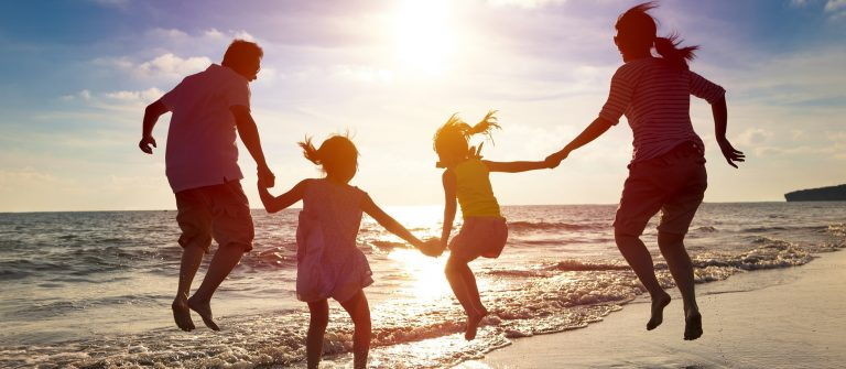 family_beach_shutterstock_286469927 – Copy