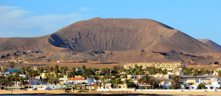 Corralejo-Fuerteventura-iStock_000031733188_Large