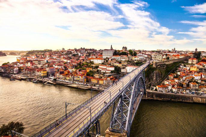 Porto-and-subway-train-iStock_000055188162_Large-2
