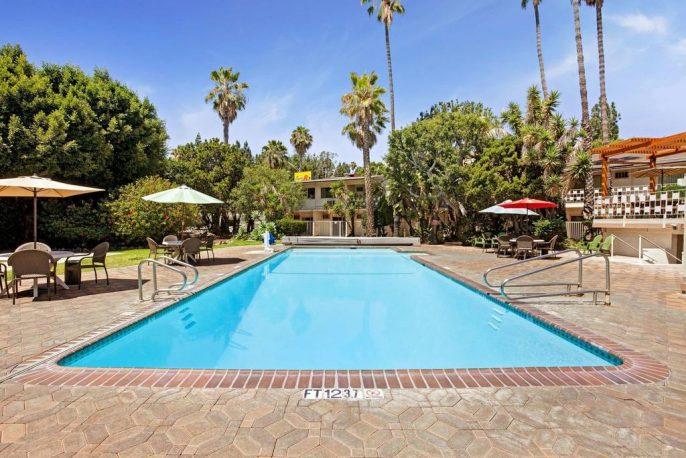 Super-8-by-Wyndham-Long-Beach3