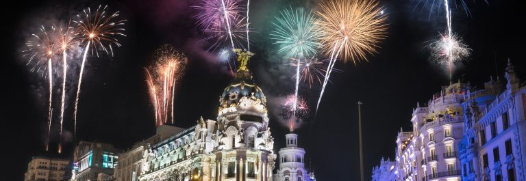 Night-photography-of-Madrid-cityscape-fireworks-display-celebration-Gran-Via-street-with-rays-of-traffic-light.-Madrid-Spain._shutterstock_544454410-zugeschnitten