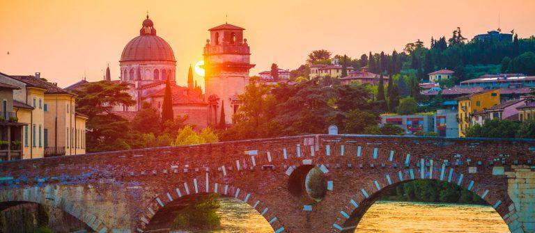 Ponte Pietra Verona iStock_000035812178_Large-2