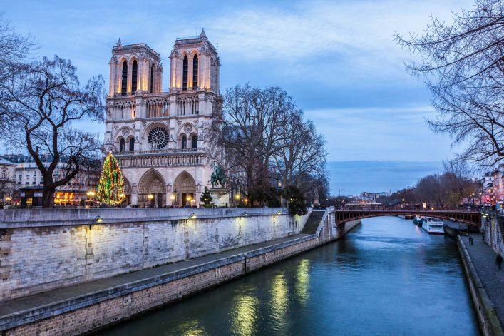 Notre-Dame-de-Paris-bei-Sonnenuntergang-Frankreich-iStock_61113044_XLARGE-2