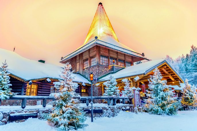 Rovaniemi-Finnland-Santa-Claus-Village-shutterstock_597095666