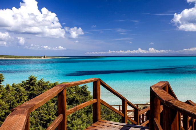 Sardinien-La-Pelosa-Beach-iStock_000013195877_Large-2