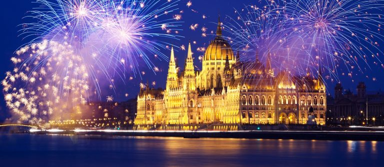 budapest_new-year_fireworks_482190685