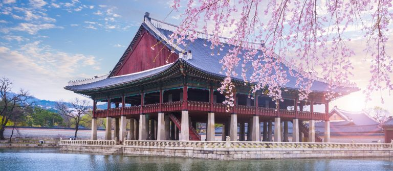 gyeongbokgung-palace-in-spring-South-Korea._shutterstock_387094399