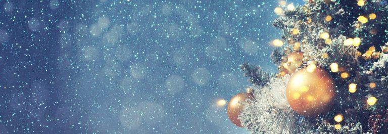 weihnachten_lichterkette_tannenbaum_530683333