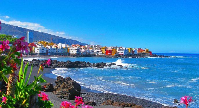 Famous-beach-Playa-Jardin-with-black-sand-in-Puerto-de-la-Cruz-Tenerife-Spain_789344026