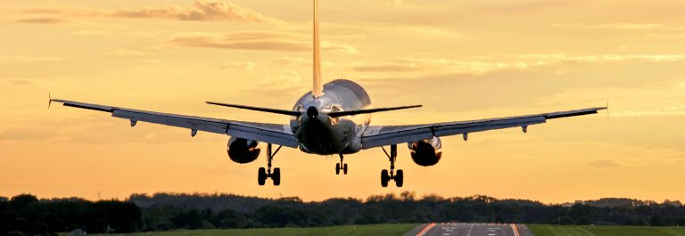 Flugzeug-Start-shutterstock_96390125-2