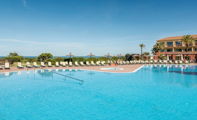 Hotel-Ilunion-Calas-de-Conil-1