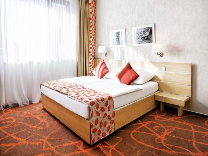 Iris-Hotel-Eden