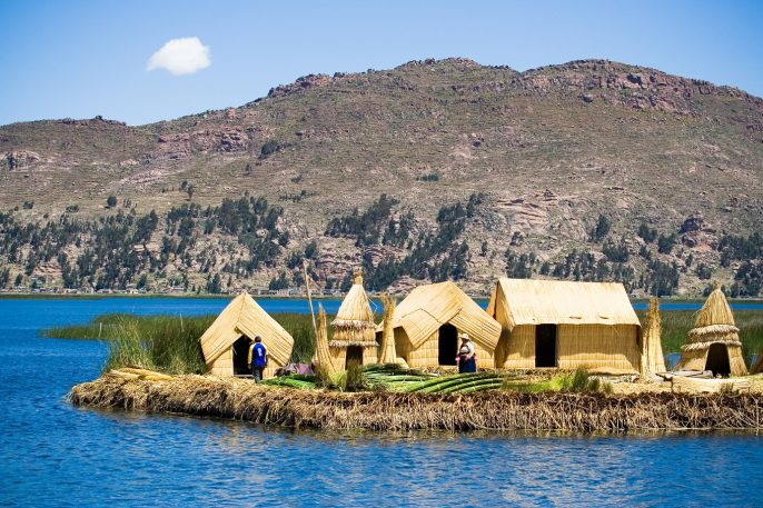 Uros-Floating-Islands-Lake-Titicaca-Peru_shutterstock_51050890-Copy
