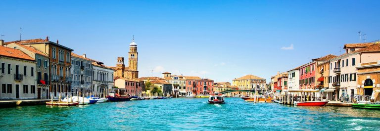 Venedig-Murano-glass-making-island-water-canal-and-buildings-iStock_000082845057_Large