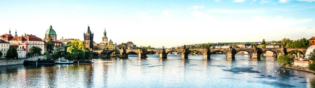Charles-Bridge-in-Prague-iStock_000024911741_Large-2