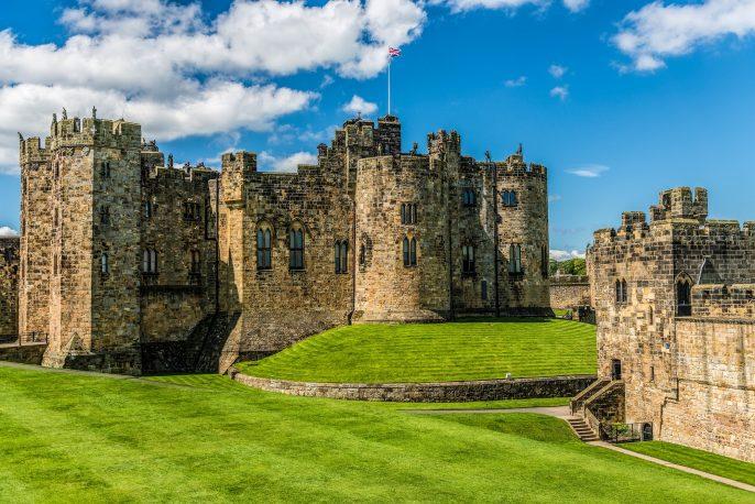 Alnwick-Castle-England-shutterstock_219273655-2
