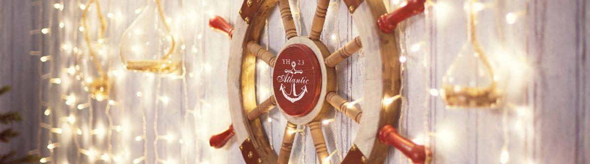 Sea-wheel-on-wall-with-Christmas-lights-shutterstock_527575840