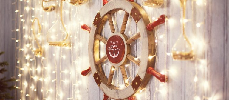 Sea-wheel-on-wall-with-Christmas-lights-shutterstock_527575840